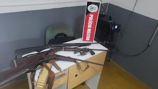 Polícia Militar apreende quatro armas de fogo que estavam com irmãos, em Cuité