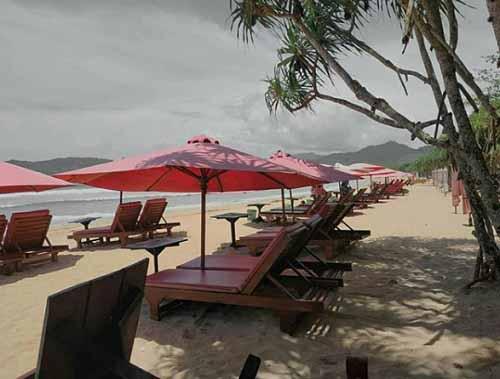 Pantai Pulau Merah Banyuwangi Jawa Timur