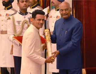 Manoj-Bajpayee-recieving-padma-shri-award