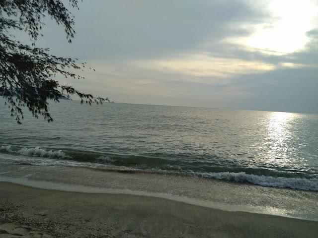 Pantai Teluk Senangin