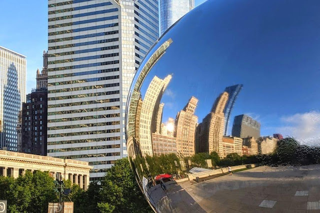 Chicago in a day: reflections in Cloud Gate (aka The Bean)