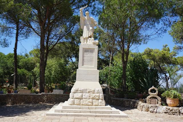 פסלו של אליהו הנביא במוחרקה