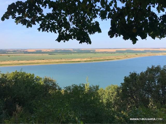 lago rabisha cueva magura bulgaria