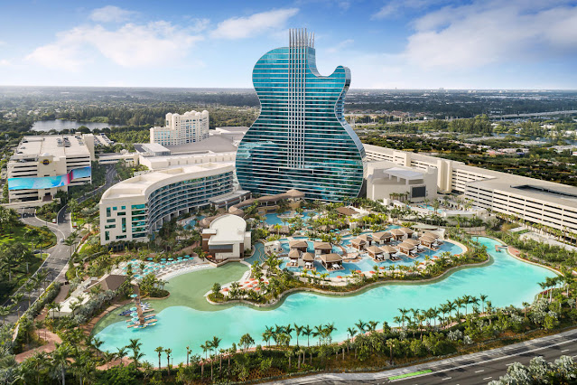 World's First Guitar Shaped Hotel (Hollywood, Florida, US)