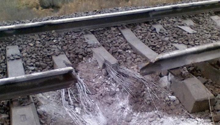 في امريكا لماذا يحظر سكب الملح قرب قضبان السكة الحديد.