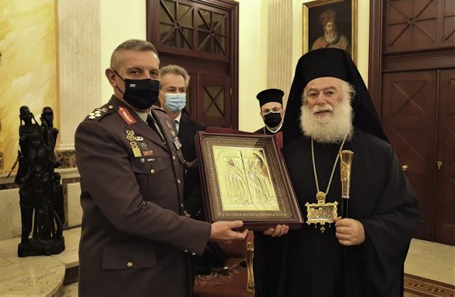 Πατριαρχείο Αλεξανδρείας: Ψέλνοντας το «Τη Υπερμάχω» υποδέχθηκαν τον Α/ΓΕΕΘΑ