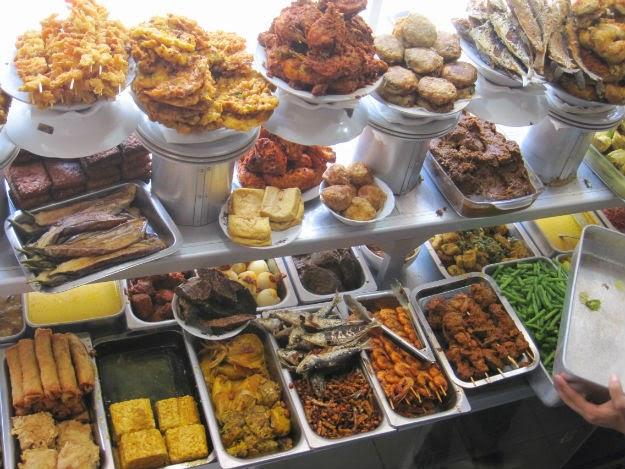 putri minang 10 Restoran Tempat Makan Favorit di Ubud Bali