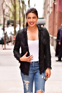 Priyanka Chopra  Leaves Live With Kelly  05.jpg