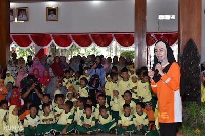 Bacakan Dongeng, Novita Hardini Ajarkan Siswa-Siswi untuk Berbaik Sangka