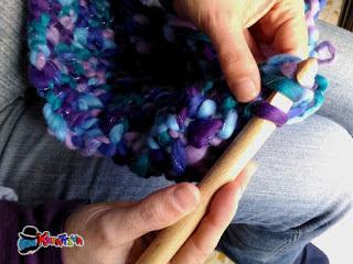 Come realizzare una sciarpa all'uncinetto con la maglia alta
