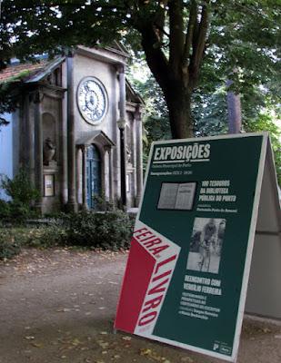 Capela de Carlos Alberto e placar de informação da Feira do Livro do Porto