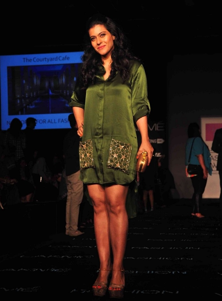 Indian Hot Lady Kajol Legs Show Stills In Green Dress At Lakme Fashion Week