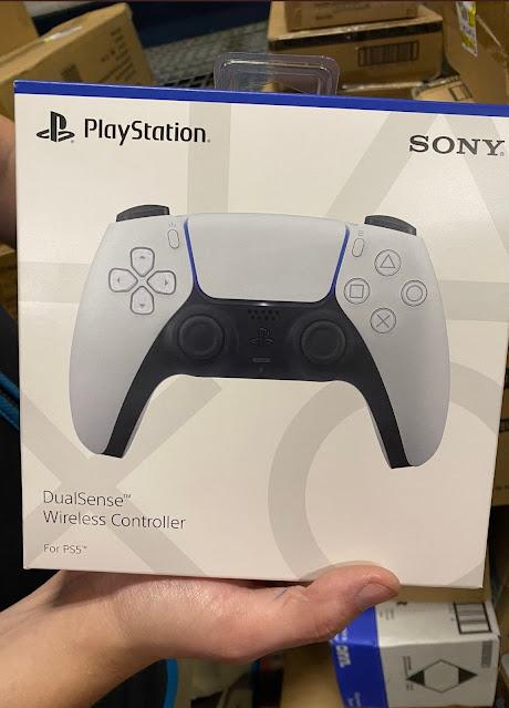 بالصور ذراع تحكم جهاز PS5 أصبحت في حوزة اللاعبين حول العالم قبل الإطلاق العالمي