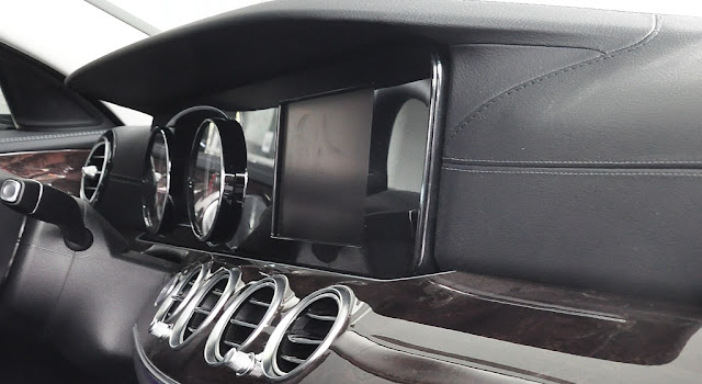 Mercedes E250 2018 sử dụng Hệ thống giải trí hàng đầu của Mercedes