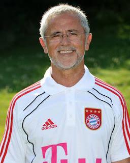 Gerd Muller ketika menjadi pelatih Bayern Munchen B