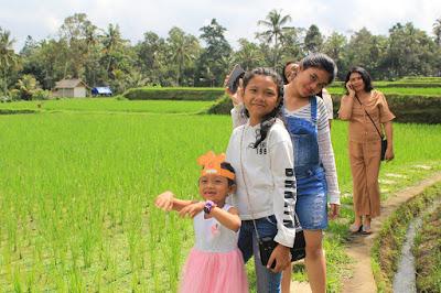 Ni Komang Friska Pradnyayanti di Tunggir Tegalalang 1