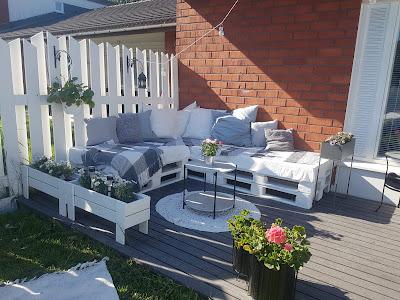 trukkilavasohva, trukkilavoista sohva, sohva trukkilavoista, sohva terassille, kierrätystä, kierrätys sohva