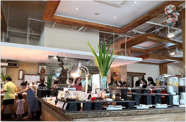Crimson Resort and Spa Mactan Breakfast Buffet