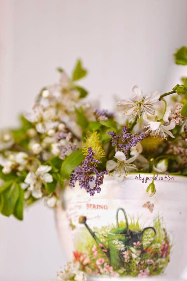 ceasca cu flori, tea party, aranjament floral flori primavara