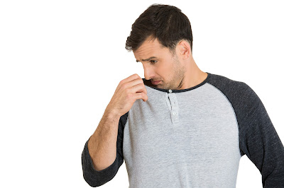 أطعمة منتشرة تسبب رائحة الجسم الكريهة