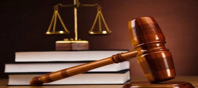 Brigadir Mario Athiuta, oknum anggota Polres Seram Bagian Timur (SBT) diadili majelis hakim pengadilan negeri Ambon karena kedapatan memiliki dan menyimpan ratusan butir amunisi dan dua magasin jenis SS1 serta magasin V2.