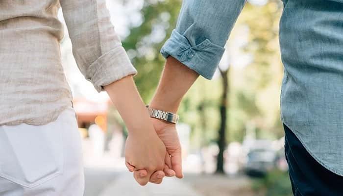 Bergandengan Bersama Kekasih