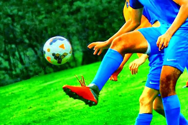 7 Teknik Dasar Menghentikan Bola dan Cara Melakukanya