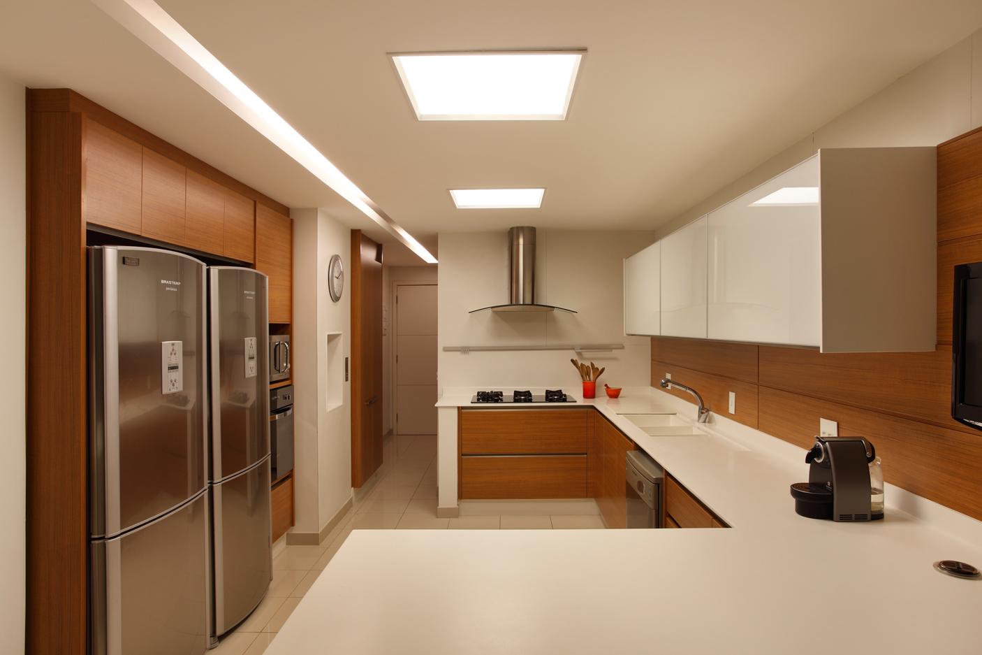 Armarios De Cozinha Kd : Cozinhas brancas e amadeiradas veja modelos lindos