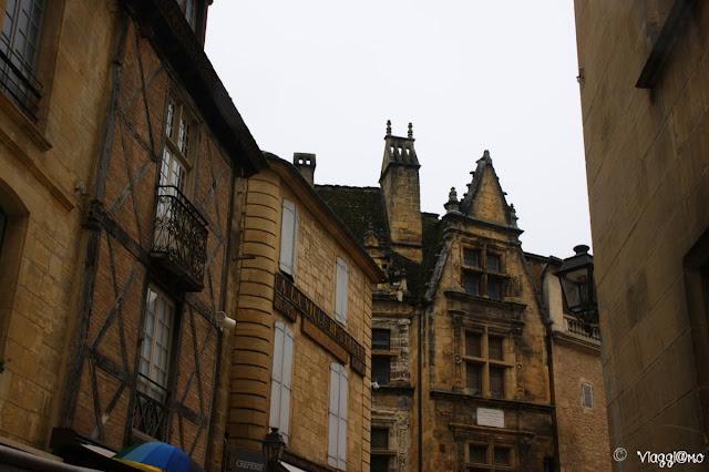 Sullo sfondo la casa Natale di Etienne de la Boetie, tra i Monumenti Storici