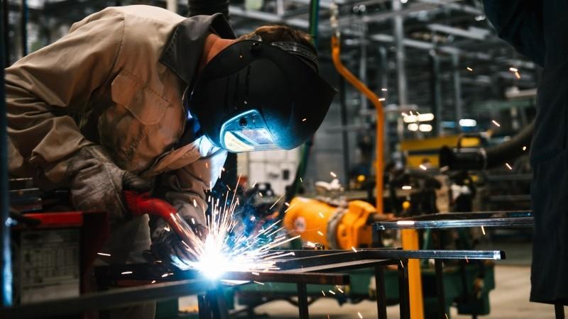 Объем промышленного производства в России в апреле снизился не так сильно, как ожидалось