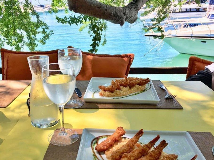 Restaurante Lafayette,  Bahia Marina