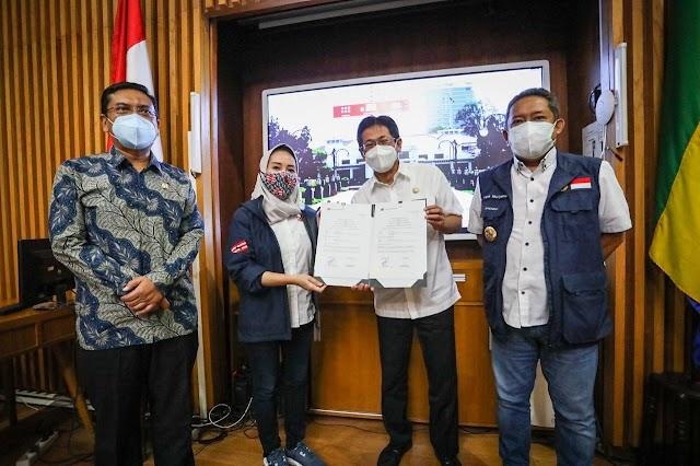 PT. Samudera Indonesia Berikan Bantuan 60 Tabung Oksigen kepada RSUD Kota Bandung