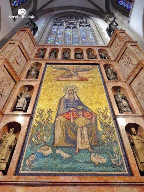 Perspectiva inferior do Painel Mosaico gigante de Sant'Ana - Catedral Metropolitana da Sé - São Paulo
