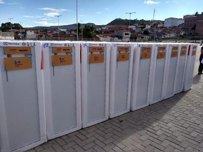 Equatorial entrega geladeiras novas em Matriz, Paulo Jacinto e Santana do Ipanema