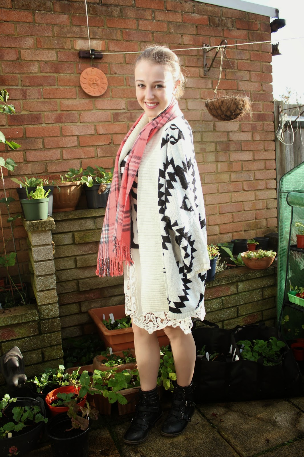 OOTD-blogger-fashion-outfit-inspiration-oasap-cardigan-aztec-print-jumper-skeleton-scarf-vintage-lace-skirt-ukele-boots-new-look-necklace-topshop-style-clothes