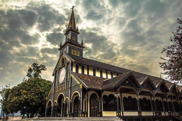 Nhà thờ Gỗ ở Kon Tum