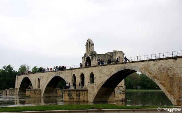 Il Ponte Saint Benezet è uno dei simboli di Avignone