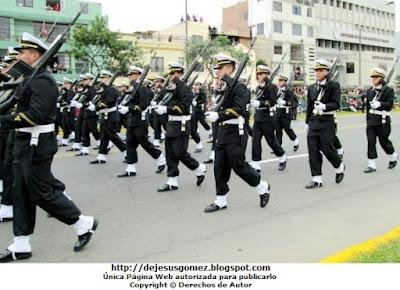 Imagen de la Escuela Nacional de Marina Mercante ENAMM en Desfile 2012. Foto tomada por Jesus Gómez