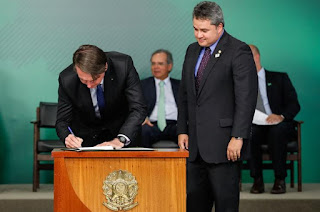 http://vnoticia.com.br/noticia/3657-bolsonaro-sanciona-lei-do-novo-cadastro-positivo