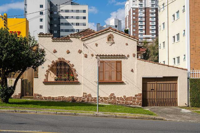 Uma casa bem bonita no Ahú - fachada