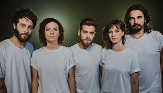 A banda potiguar Plutão Já Foi Planeta chega em Uberlândia no dia 14 de setembro para somar no line-up do Festival Timbre.