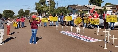 Petistas e sindicalistas realizam protesto contra Bolsonaro em Campo Mourão