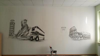 Mural w sali szkolnej, malowidło ścienne wykonane na scianie w klasie, aranżacja klasy poprzez malowanie