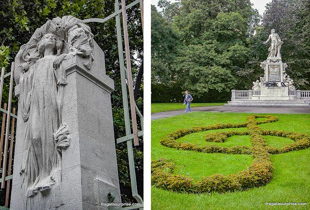 Volksgarten e estátua de Mozart em Viena