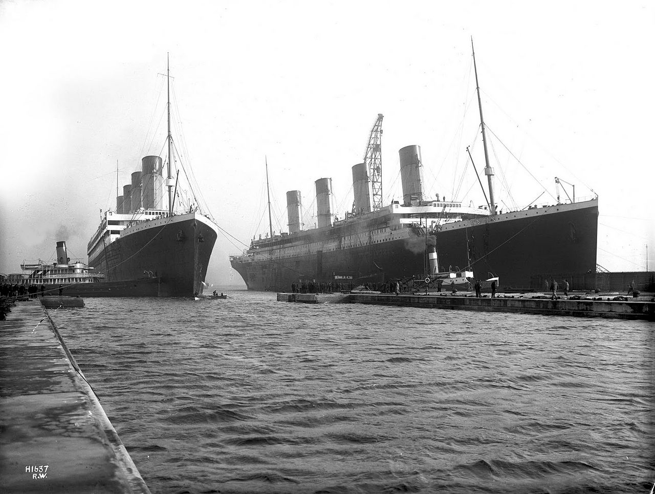 1280px-Olympic_and_Titanic.jpg