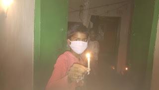 प्रधानमंत्री नरेंद्र मोदी की अपील पर जनता ने जलाई दीप मोमबत्ती