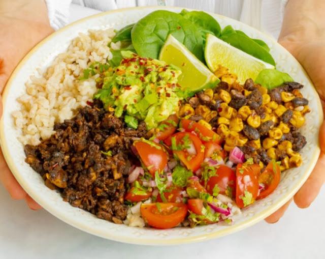 Mushroom Burrito Bowl with Smoky Black Beans & Salsa #vegetarian #dinner