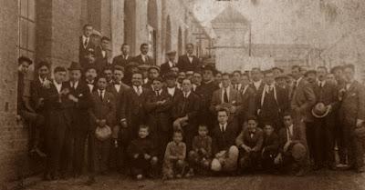 Socios del Casal Catòlic de Sant Andreu en los años veinte del siglo pasado