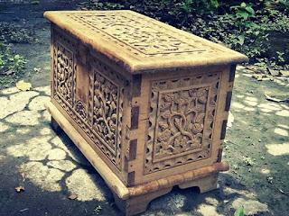 Dijual Peti Ukir antik kayu lawas