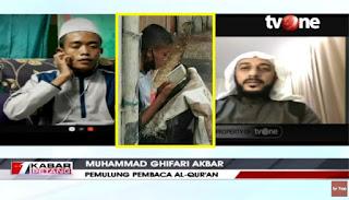 Pemulung yang Viral Ngaji di Trotoar Jadi Anak Angkat Syekh Ali Jaber, Diajak Umroh, Dan Dididik Jadi Imam Besar